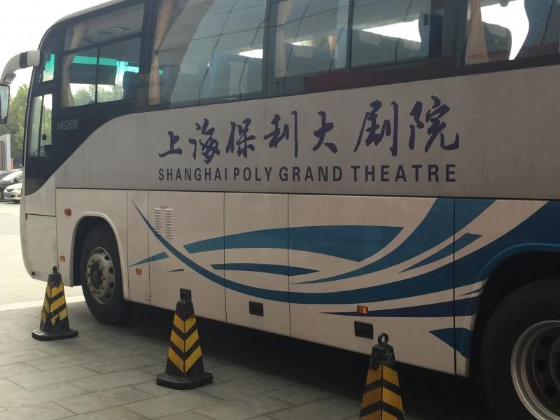Der Shuttle Bus des Theaters ist ein Elektro-Bus!