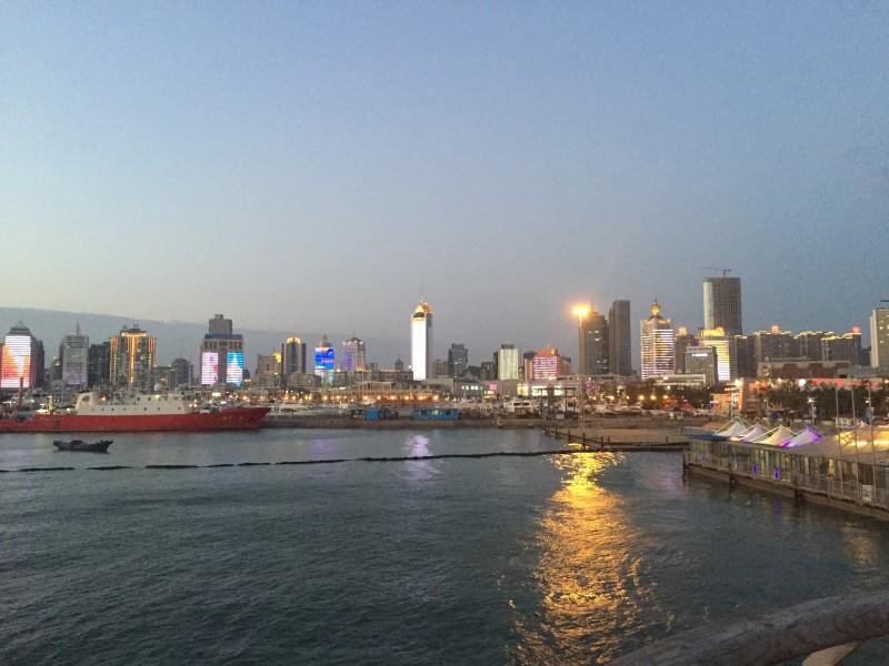 Der Zauber von Qingdao am Abend