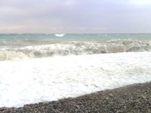 Das Meer tobt in Biot bei Antibes