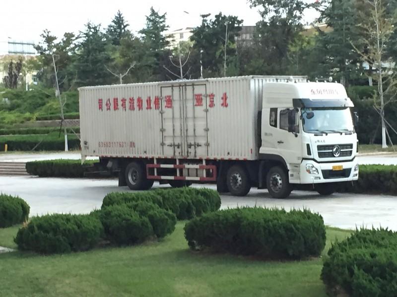 Der Truck der unsere 32 Kisten transportiert